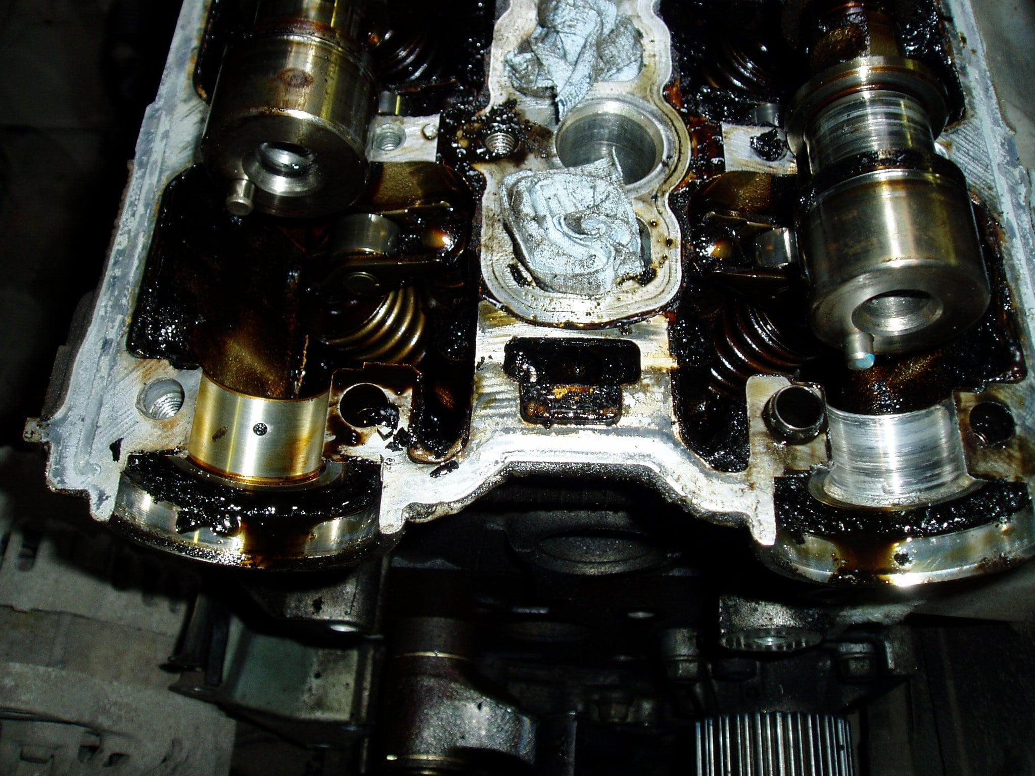 Pajero Pinin 1.8 GDI-Несвоевременная замена масла в двигателе. Была заменена Головка блока цилиндров