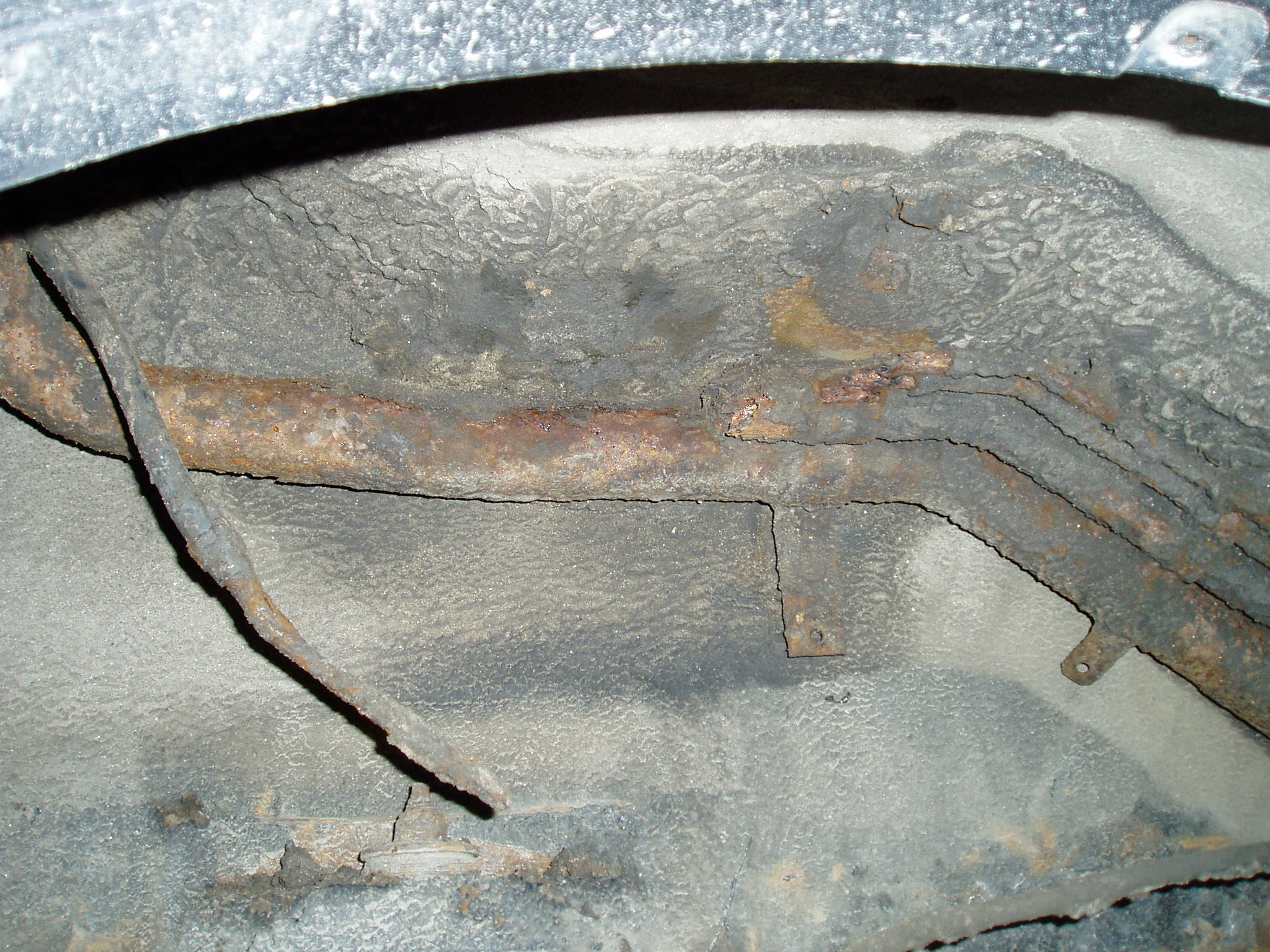 Проржавела топливозаливная горловина Mitsubishi Montero 3. Последствия